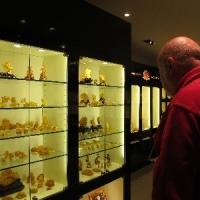 琥珀雕刻精品展示區